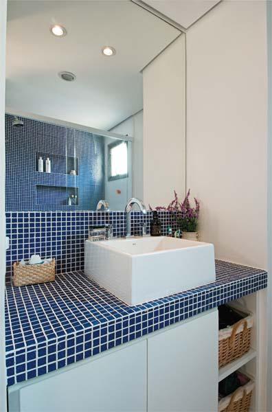 balcao de banheiro com pastilha Pastilhas para banheiro decorativas ideais revestir as paredes