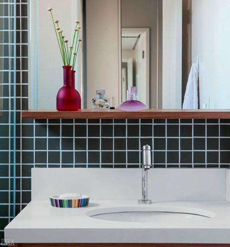 banheiro pequeno pastilhado 450x482 Pastilhas para banheiro decorativas ideais revestir as paredes