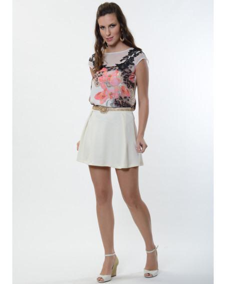 blusinhas estampadas florais em looks 450x567 Blusinhas femininas estampadas: Ombro vazado, manga longa, regatinha, tomara que caia