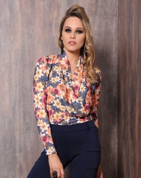 blusinhas estampadas florais socialzinho 450x567 Blusinhas femininas estampadas: Ombro vazado, manga longa, regatinha, tomara que caia