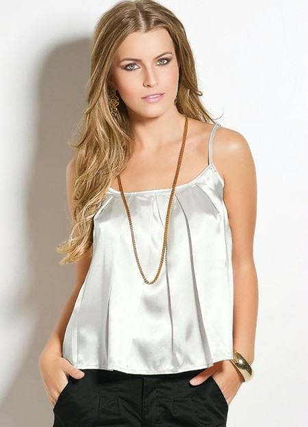 blusinhas femininas de cetim 450x623 AS BLUSINHAS FEMININAS DE VERÃO em suas estampas e modelitos estilosos