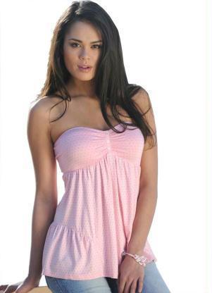 blusinhas tomara que caia rosa AS BLUSINHAS FEMININAS DE VERÃO em suas estampas e modelitos estilosos