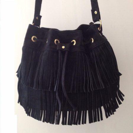 bolsa feminina transversal em couro e franjas 450x450 Como usar Bolsa feminina transversal em vários modelos