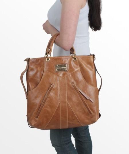 como usar bolsa transversal de couro