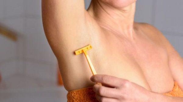 Cuidados ao Depilar as axilas com Gilete para a pele ficar macia e não encravar pêlos