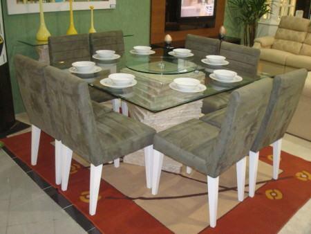 mesa de jantar quadrada com cadeiras estofadas