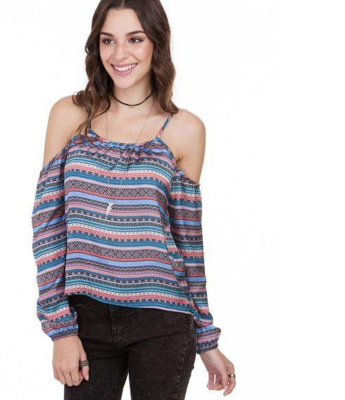 ombro vazado blusinha 490x568 Blusinhas femininas estampadas: Ombro vazado, manga longa, regatinha, tomara que caia