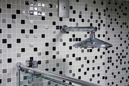 pastilha pra decoracao do banheiro 450x300 Pastilhas para banheiro decorativas ideais revestir as paredes