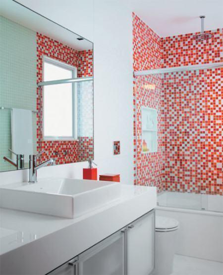 pastilha vermelhas para banheiro decorado 450x553 Pastilhas para banheiro decorativas ideais revestir as paredes