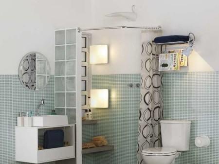 pastilhas at%C3%A9 meia parede de banheiro 450x337 Pastilhas para banheiro decorativas ideais revestir as paredes