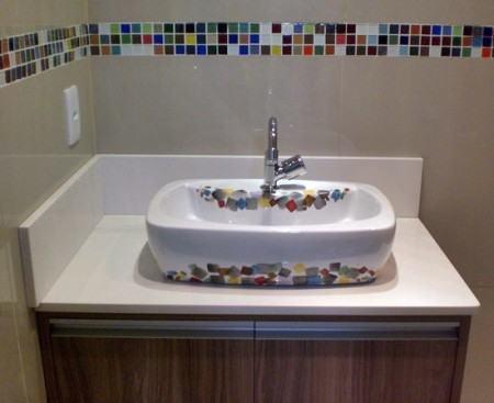 pastilhas decorativas para banheiros pastilha de vidro colorida 450x367 Pastilhas para banheiro decorativas ideais revestir as paredes