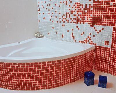 pastilhas grandes vermelhas no banheiro Pastilhas para banheiro decorativas ideais revestir as paredes