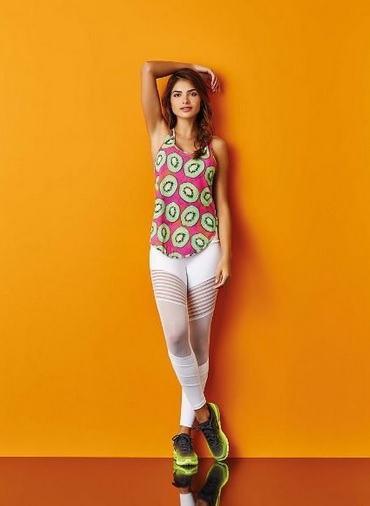 regatinha estampada com legging e tenis As mais perfeitas BLUSINHAS FEMININAS REGATINHAS moda jovem