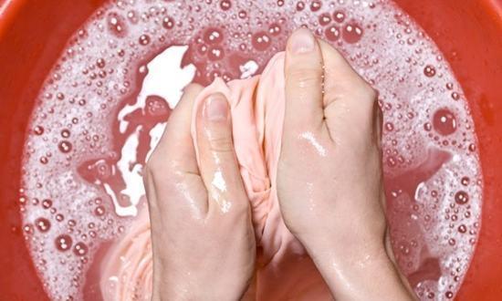 remover manchas de desodorante das roupas