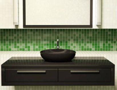 acabamento com pastilha verde no banheiro