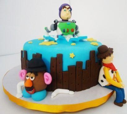 aniversario de menino 410x370 Bolos decorados para aniversários e festas (Infantil ou adulto)