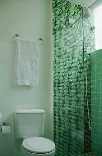 50 BANHEIROS DECORADOS com pastilhas de várias cores  Wiki Mulher -> Banheiro Pequeno Branco E Verde