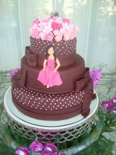 bolo de 15 anos 410x547 Bolos decorados para aniversários e festas (Infantil ou adulto)