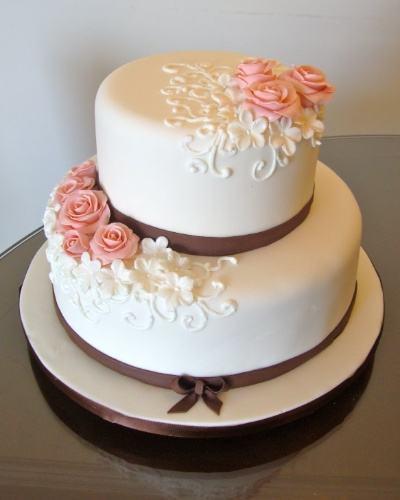 bolo de 2 andares redondo com flores
