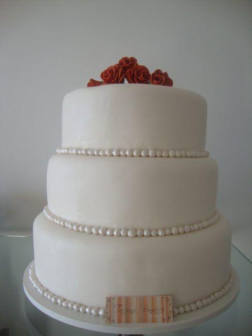 bolo de casamento com pasta americana com perolas