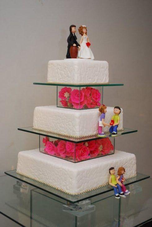bolo quadrado de 3 andares com biscuit