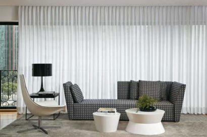 cortina persiana para sala 410x273 Tipos de CORTINA PARA SALA DE ESTAR, Persianas, Varão e muito mais