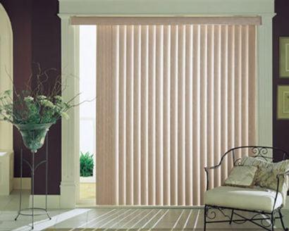 cortina persiana para sala fotos 410x328 Tipos de CORTINA PARA SALA DE ESTAR, Persianas, Varão e muito mais