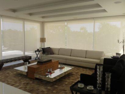 cortina rolo para sala para decoracao 410x308 Tipos de CORTINA PARA SALA DE ESTAR, Persianas, Varão e muito mais