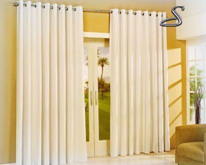 cortina varao para sala cor creme 410x328 Tipos de CORTINA PARA SALA DE ESTAR, Persianas, Varão e muito mais