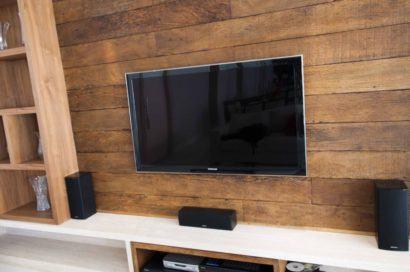 painel de tv com madeira de demolicao