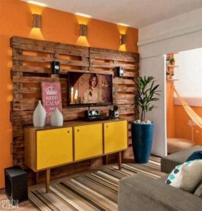 painel de tv de pallets na parede