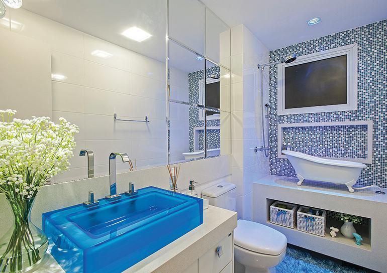 50 BANHEIROS DECORADOS com pastilhas de várias cores  Wiki Mulher -> Gabinete Para Banheiro Com Cuba Azul
