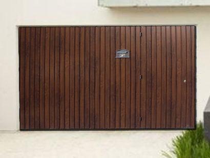 portao para garagem de madeira com carteiro
