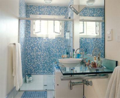 revestimentos banheiros decorados com pastilha azuis