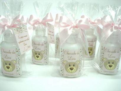 lembrancinha de nascimento creme hidratante 410x308 Modelos de Lembrancinhas para nascimento do bebê