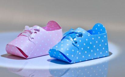 lembrancinha sapatinho de bebe 410x252 Modelos de Lembrancinhas para nascimento do bebê