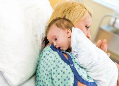 bebe deve arrotar depois da mamada