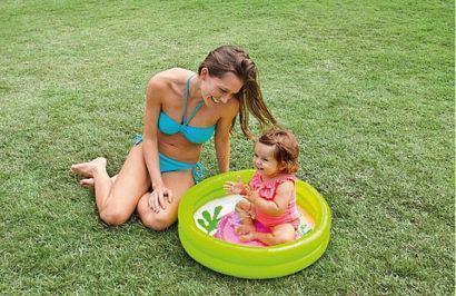 piscina para bebe pequena e redonda 410x266 Piscina redonda para bebê opções para diversão