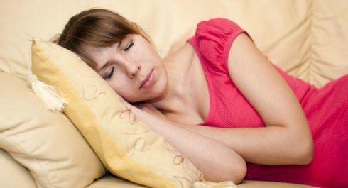 sono na gravidez 490x265 20 Sintomas de gravidez evidentes que você pode sentir