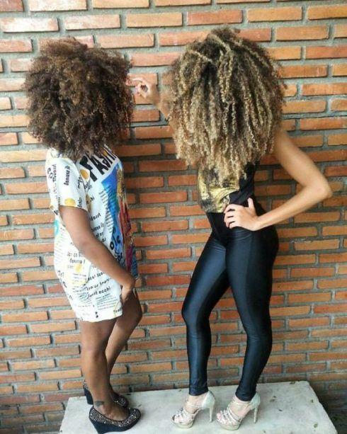 cabelos crespos com luzes 2 490x613 Cabelos crespos com luzes belos cortes e penteados