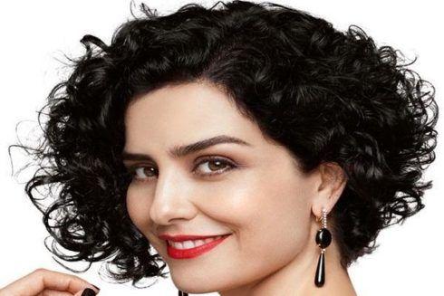 cabelos repicados ondulados curtos ou cacheados 490x327 Cortes de CABELOS REPICADOS curtos na moda