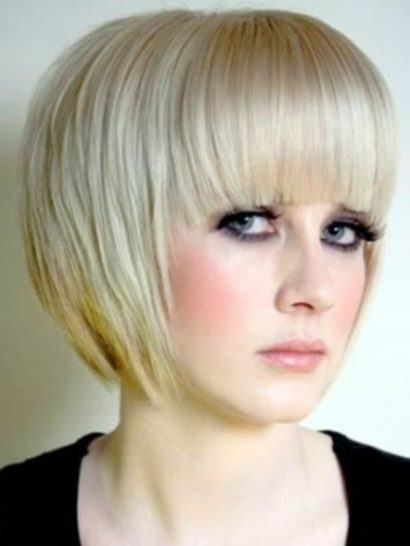 cortes de cabelo curtos chanel desfiado com franja reta na testa