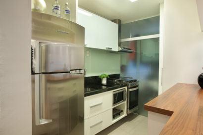 cozinha para apartamento pequeno planejado 410x273 Apartamentos pequenos decorados, A sala, A cozinha e Quarto