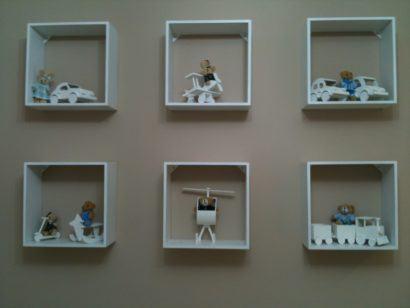 fotos nichos para quarto decorativos com brinquedos 410x308 NICHOS PARA QUARTO DE SOLTEIRO para decoração : Ela e ele