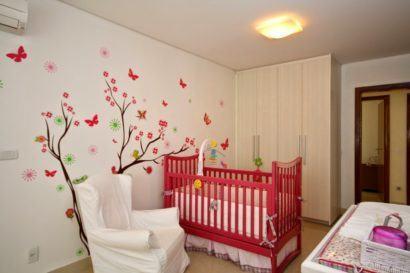 papeis de parede para quarto de bebe feminino borboletas 410x273 PAPÉIS DE PAREDE para quarto de bebê menino e menina