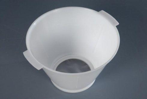 coador de leite com tela 490x328 Chá de cozinha lista do que pedir para o enxoval
