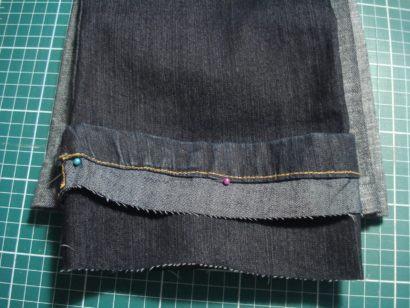 como fazer barras de cal%C3%A7as jeans original 410x308 Como fazer barra de calça jeans original