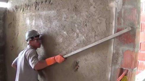 como rebocar paredes como um profissional 490x276 COMO REBOCAR PAREDES  para quem está aprendendo a profissão de pedreiro
