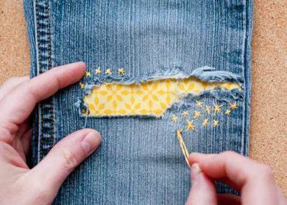 como remendar cal%C3%A7as jeans 410x293 Como remendar calças jeans e personalizar a peça