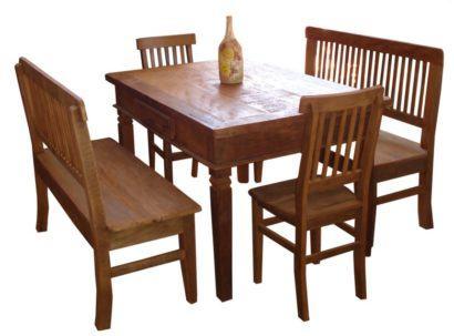 mesa de jantar de madeira com quatro cadeiras